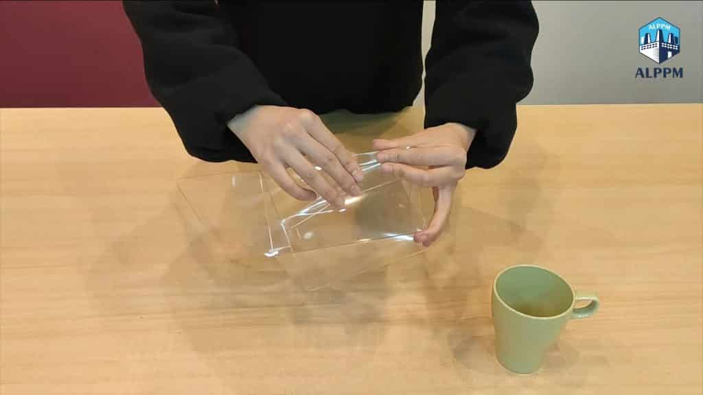 How to Fold a Plastic Packaging Box